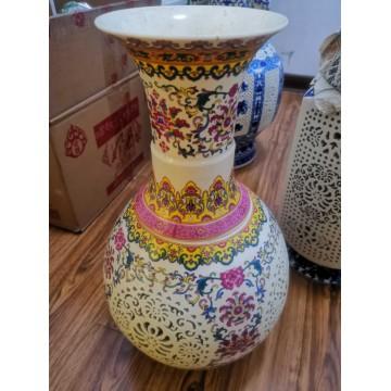 精美缕空花瓶